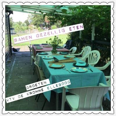 gezamelijke maaltijd tafel